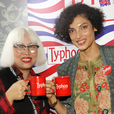 Dimpy Kapoor with Indrani Paul having a chat on fitness and healthy lifestyle with Typhoo Green Tea at Typhoo Tea Bar at Amazon India Fashion Week 2015