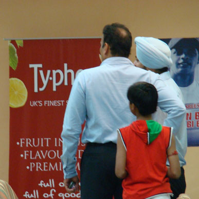 Typhoo serves Kings XI Punjab fans and loves the company of Ravi Shastri - Mohali Cricket Stadium